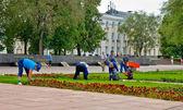 Working beautify territory in Nizhny Novgorod — Stock Photo