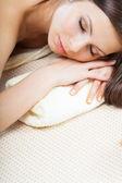 žena relaxaci v lázních — Stock fotografie