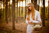 Beautiful woman standing in forest — Stock Photo
