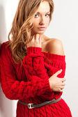 赤いドレスを着てと金髪のセクシーな女性 — ストック写真