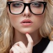 Foto Stock: Portrait of blonde womwearing eyeglasses