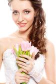 Retrato de noiva com buquê de tulipas — Fotografia Stock