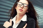 деловая женщина, смотрящая на камеру — Стоковое фото