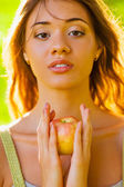Closeup girl portrait holding apple — Stock Photo