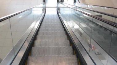 Escada rolante — Vídeo Stock