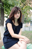 Portrait of a young beautiful girl in a park — Stock Photo
