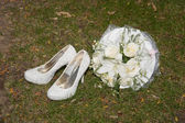 White women shoes and bridal bouquet — Stock Photo