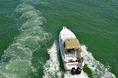 Sportovní rybářský člun — Stock fotografie
