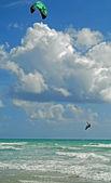 Surfista cometa en el aire — Foto de Stock