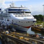 Постер, плакат: Cruise Ship Entering the Panama Canal