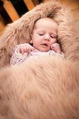 Bebé mirando — Foto de Stock