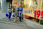 Girls in the shopping — Stock Photo