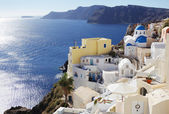Bright yellow house in Oia — Stock Photo