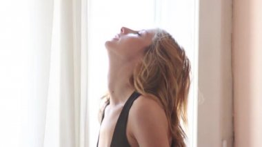 Slim sexy bonita moda mulher — Vídeo stock