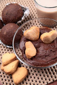 Chocolate cakes, biscuits, cocoa and chocolate cream — Stok fotoğraf