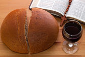 Communion, bread, wine and Bible on the table — Stockfoto