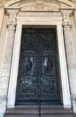 Rome. Vaticaan. Kathedraal van st. peter, paul de deur — Stockfoto