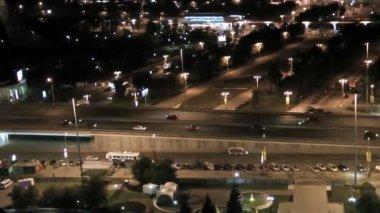 Akşam karayolu trafik. timelapse. moskova. rusya. — Stok video