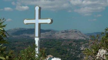 Kříž na vrcholu — Stock video