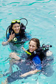 Portrait of two attractive friends going scuba diving — Stock Photo