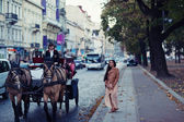 Young woman near vintage horse carriage for tourists — Stock Photo
