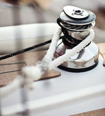 Sailboat winch and rope yacht detail. Yachting — Stock Photo