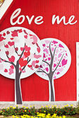 Vintage red wall with decorative tree and love — Zdjęcie stockowe