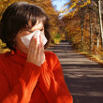 Pretty woman sneeze. Allergy season — Stock Photo