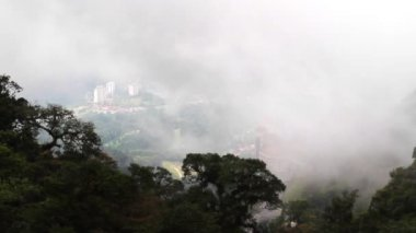 Overlook the cityscape form Genting,Malaysia — Vídeo de stock