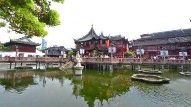 Chenghuang Temple and Yu Garden in Shanghai,China — Stok video