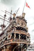 Galeone loď neptune, turistická atrakce v janově — Stock fotografie