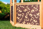 Gazebo esculpida de madeira ao ar livre — Fotografia Stock