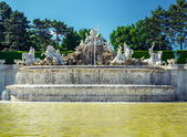 The neptune fountain at the Schonbrunn Palace in Vienna, Austria — Stock Photo