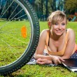 Pretty girl outdoors, summer leisure and cycling concept — Stock Photo