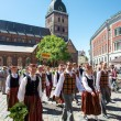 People in national costumes at the Latvian National Song and Dance Festival — Stockfoto