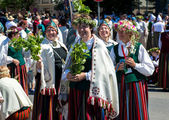 People in national costumes at the Latvian National Song and Dance Festival — Stock Photo