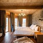 Luxury empty bedroom — Stock Photo
