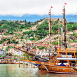 View of The Kizil Kule (Red Tower) and harbor. Alanya, Turkey — Stock Photo