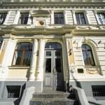 Facade of Art Nouveau building — 图库照片
