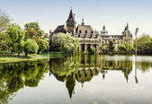 Vajdahunyad castle view from lakeside. Budapest, Hungary — Stock Photo