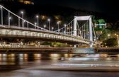 Night view of Elisabeth Bridge (Erzsebet hid).  Budapest, Hungary — Stock Photo