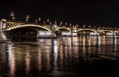 Margaret Bridge across the Danube river by night. Budapest, Hungary — Stock Photo
