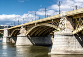 Margaret Bridge across the Danube river. Budapest, Hungary — Stock Photo