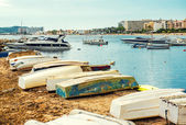 Old boats on the empty beach of Ibiza.  Balearic Islands, Spain — Stock Photo