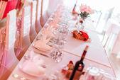 結婚式の椅子とテーブル レストランで設定 — ストック写真
