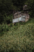 Wooden Huts on a Hillside — Stockfoto