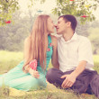 Kissing under a tree — Stock Photo