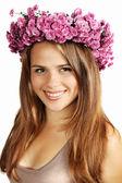Morena em uma coroa de flores — Foto Stock