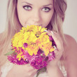 Smelling a bouquet — Stock Photo