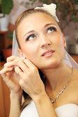 Bride wears jewelry — Stock Photo